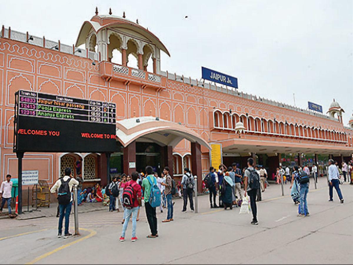 Jaipur Railway Station, #JaipurRailwayStation, Sweepers, hygiene, railway stations, Corona epidemic, hygiene, Northern Railway,